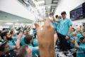 Festini a base di acqua distillata e salatini: notte di eccessi nella factory Mercedes